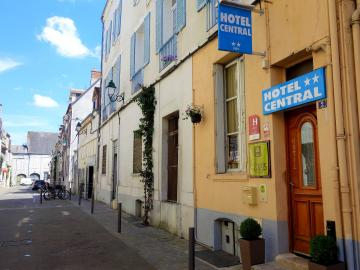 Logis Hôtel Central - hotel-le-cheval-blanc-spa-equipements-et-services-charny-843698