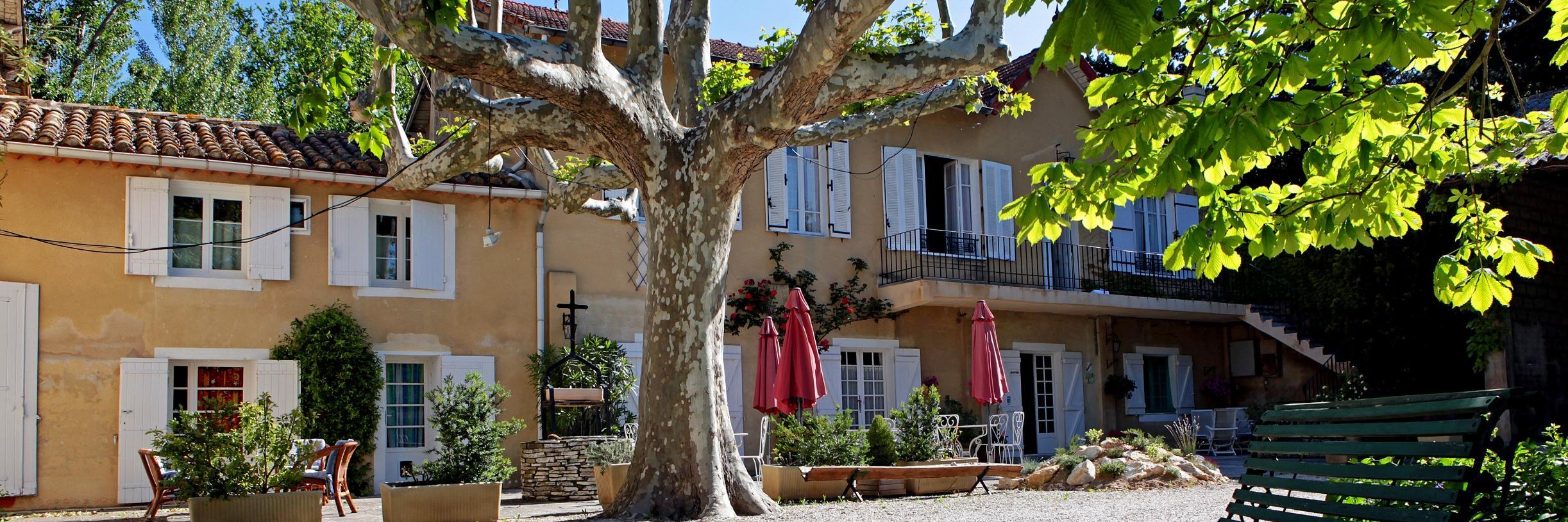 H U00f4tel Avignon Dans Vaucluse  Restaurants Logis Hotels Avignon