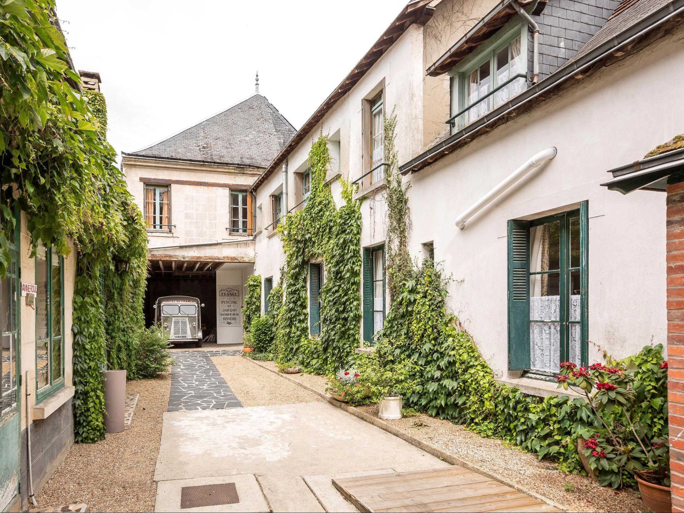 H Tel De France La Chartre Sur Le Loir