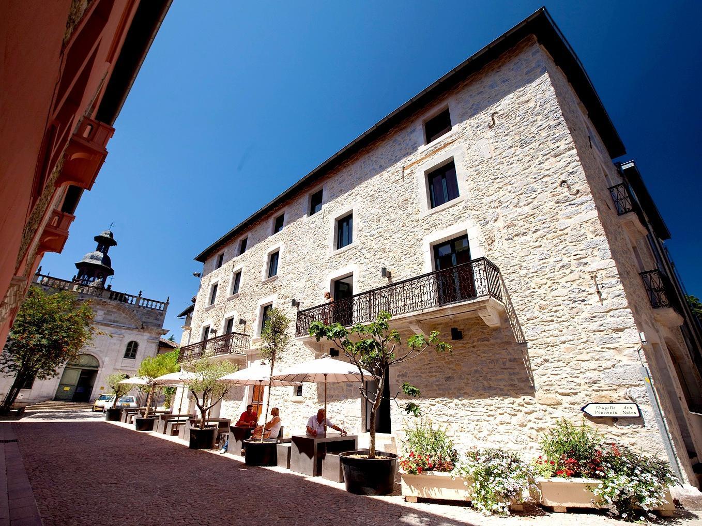 Hotel les fleurines villefranche de rouergue for Aquilus piscine villefranche de rouergue