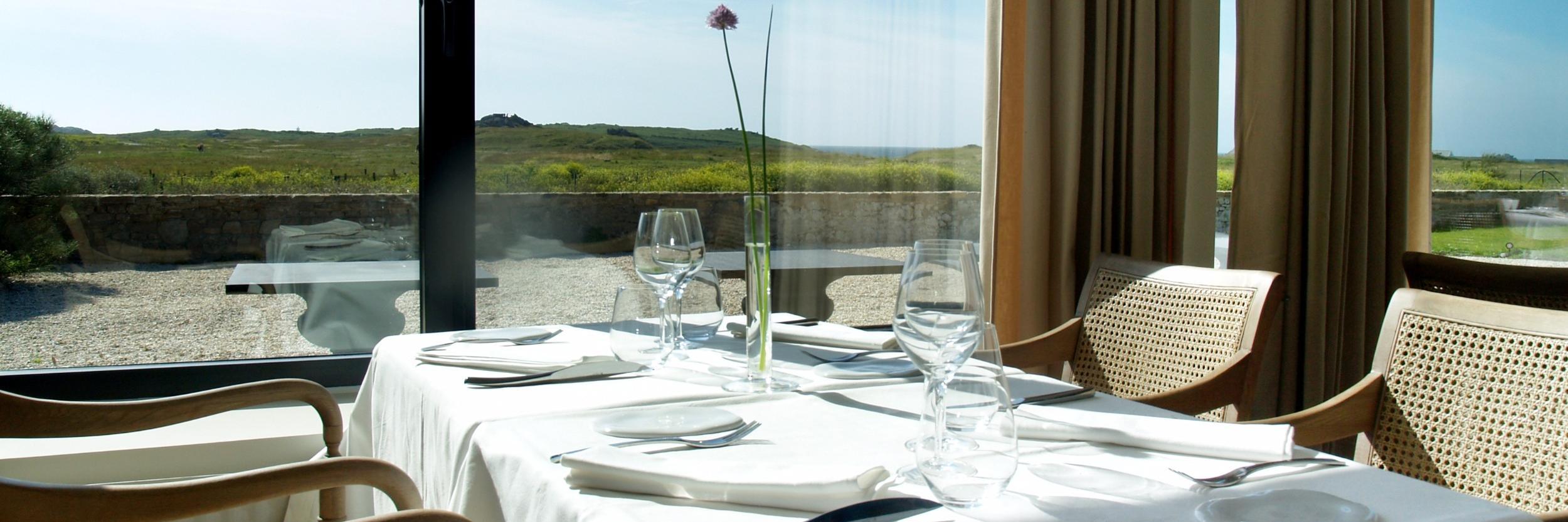 restaurant logis h tel le ch teau de sable restaurant. Black Bedroom Furniture Sets. Home Design Ideas