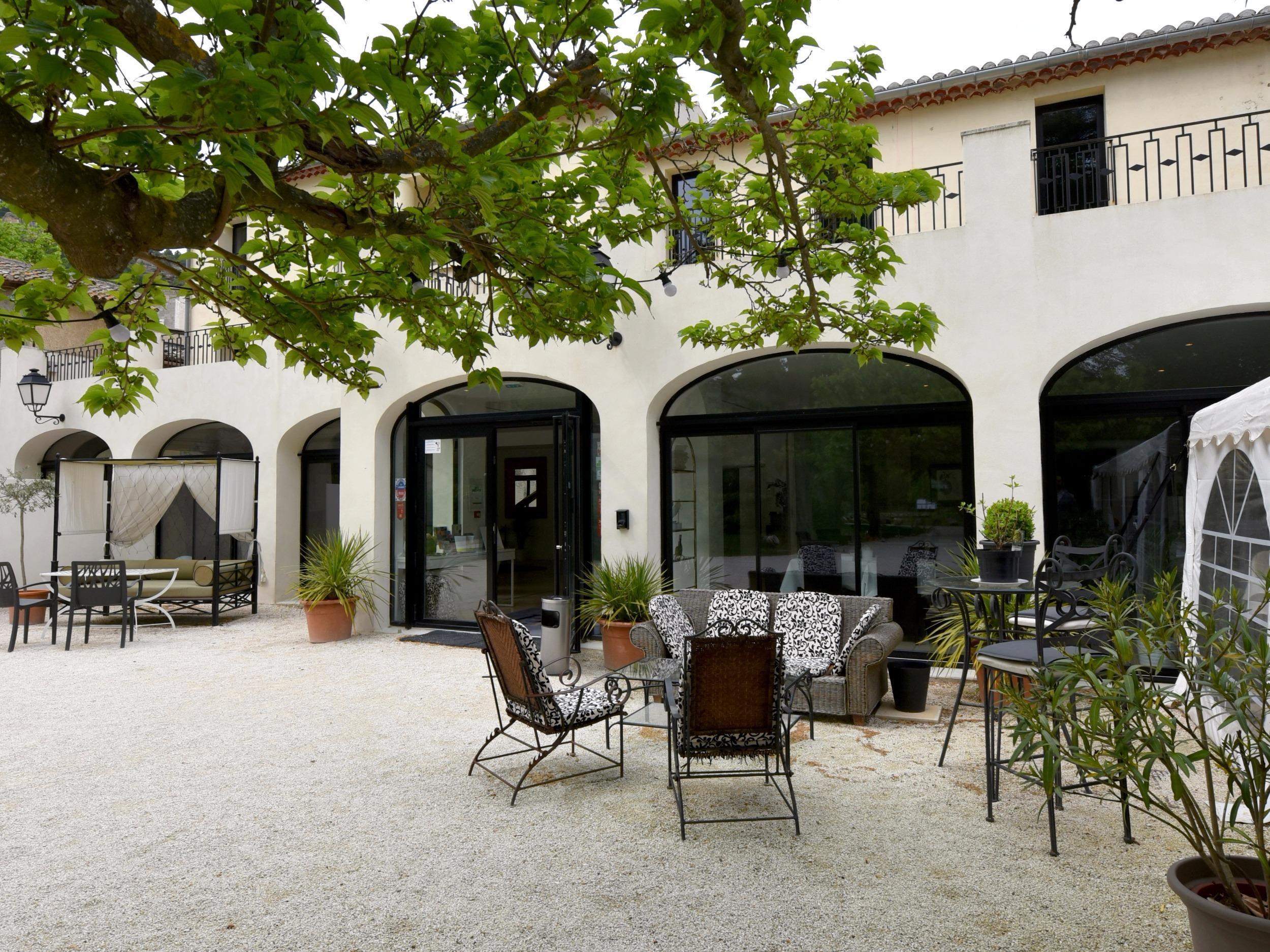 H tel restaurant du parc h tel logis fontaine de vaucluse for Hotel du jardin menu