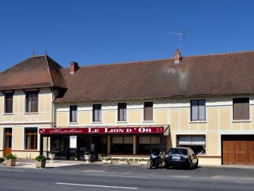 Hostellerie du Lion d'Or - hotel-de-bourgogne-bar-reception-la-clayette-016079