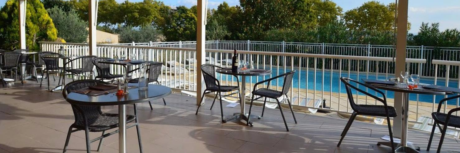 Logis l\'Hostellerie du Luberon Rest. la Table