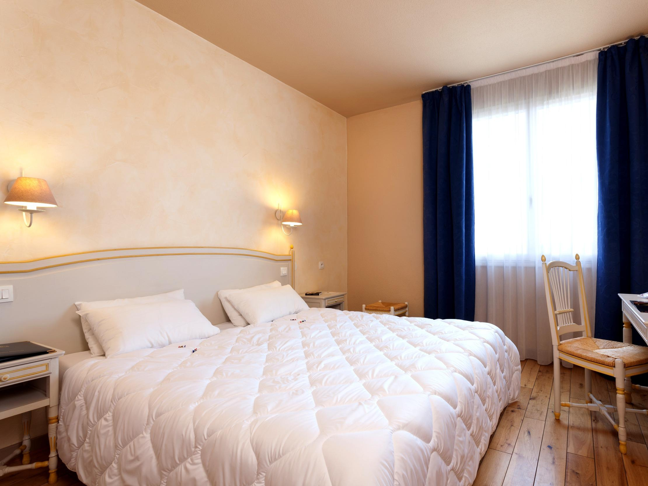 Hotel les vignes blanches beaucaire for Les chambres blanches