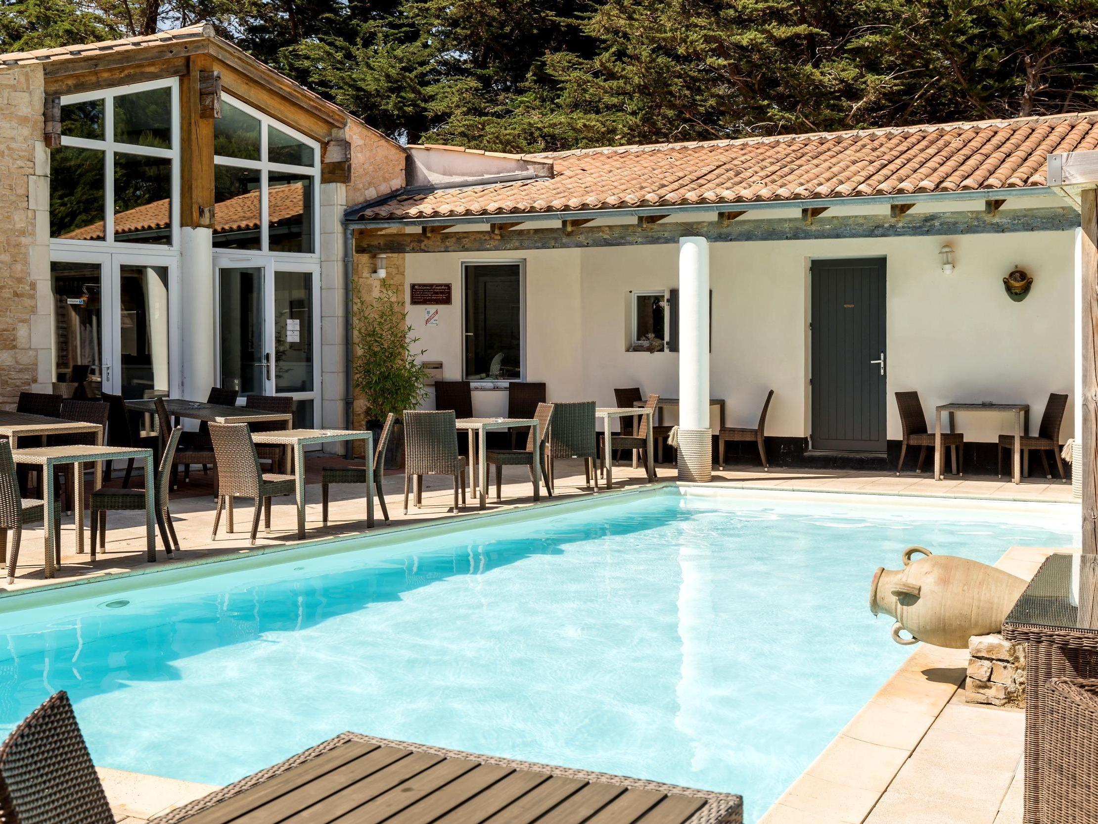 Hotel Le Bois Plage En Ré - Pilgo H u00f4tel Restaurant Plaisir et Spa Logis in LE BOIS PLAGE EN RE