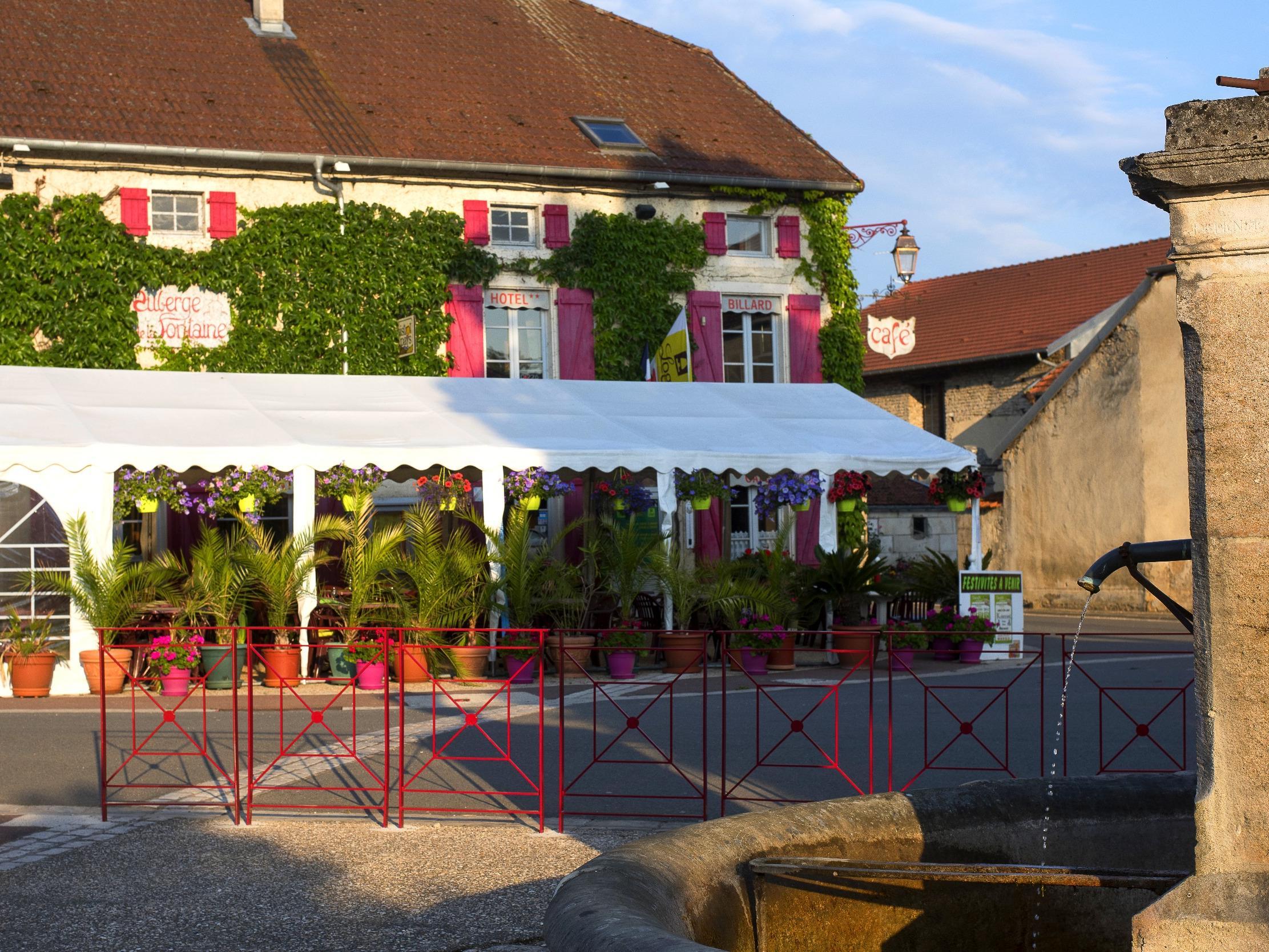 Logis l\'Auberge de la Fontaine, Hôtel Logis VILLIERS SUR SUIZE, stay ...