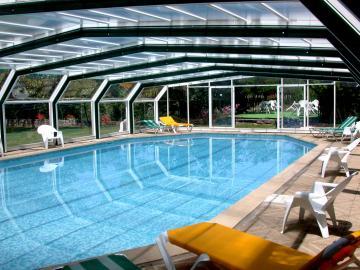 Hotel les c dres joyeuse for Cash piscine sollies pont