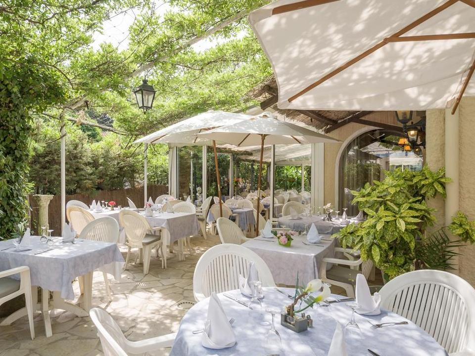 Hotel la petite auberge saint aygulf - Petit jardin hotel san juan saint paul ...