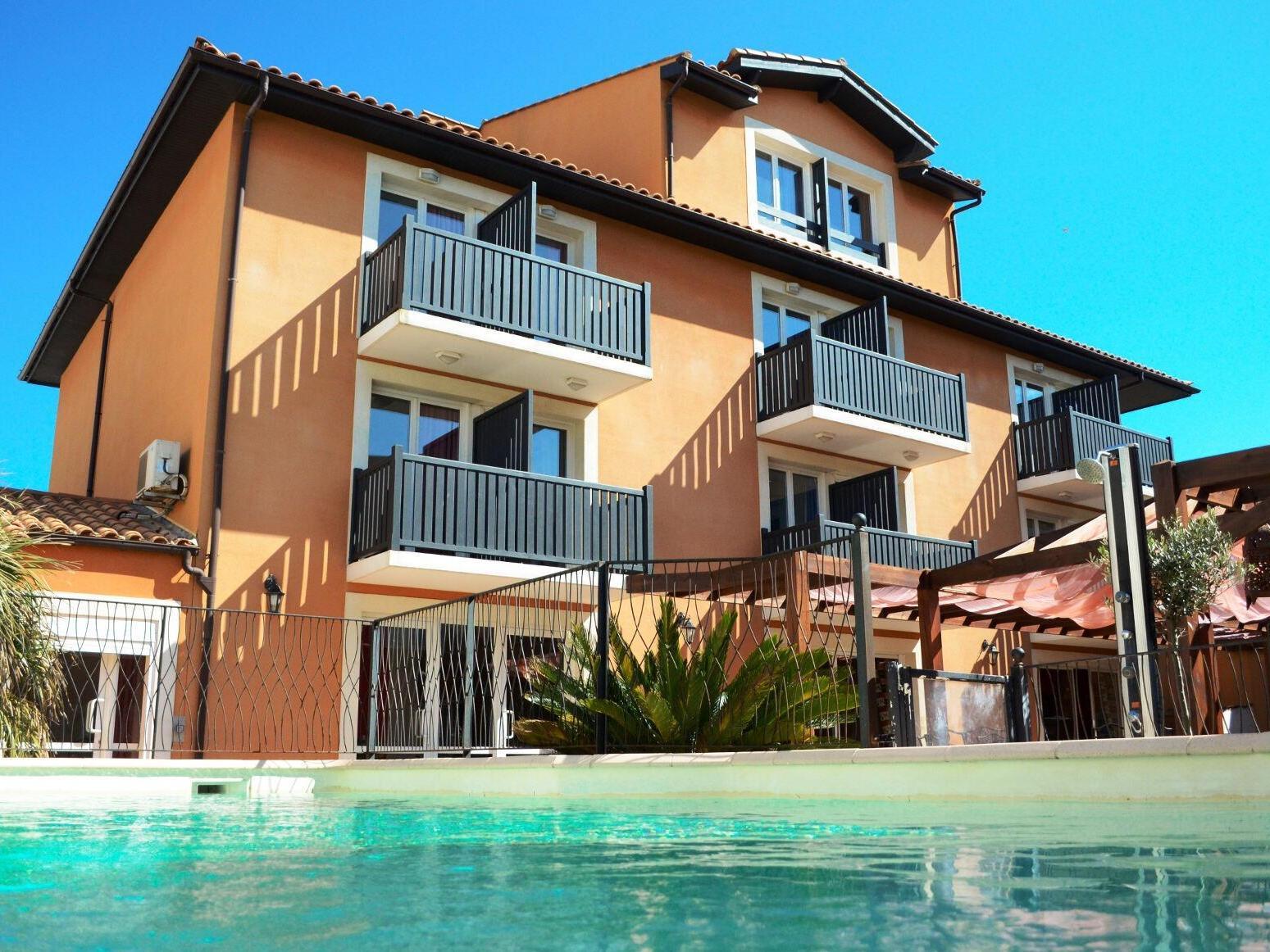 Logis h tel de la clape h tel logis narbonne s jour - Hotel narbonne plage avec piscine ...
